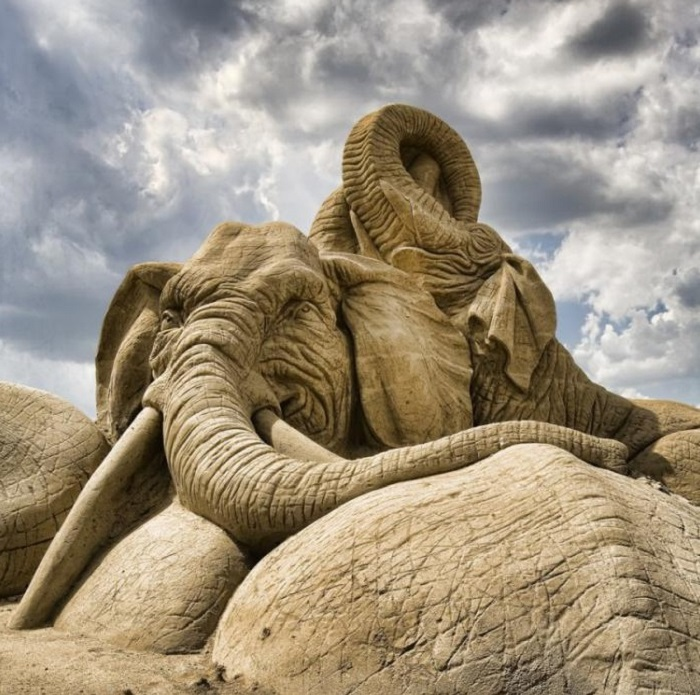 Тематика таких скульптур очень разнообразная