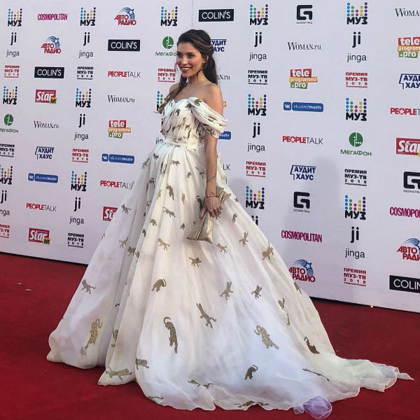 Регина Тодоренко пришла в пышном платье