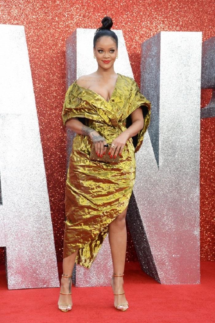 Рианна выбрала для своего выхода золотое платье Poiret