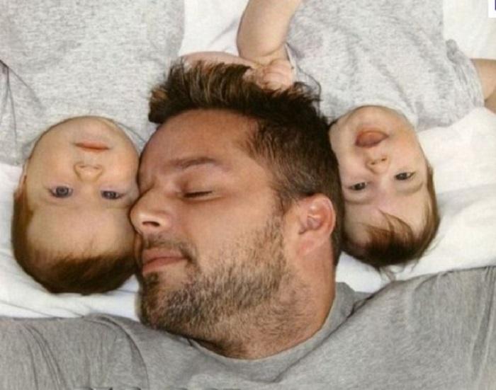 Рикки Мартин с близнецами