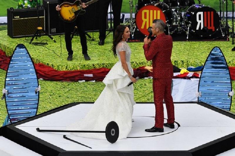 Робби Уильямс и Аида Гарифуллина выступили во время открытия