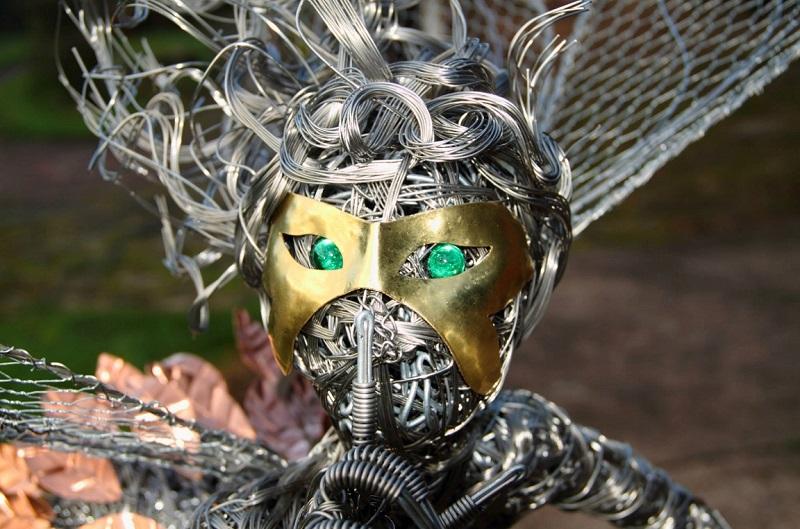 Робин Уайт создаёт скульптуры фей на одуванчиках