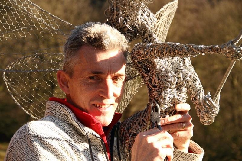 Робин Уайт со своей скульптурой