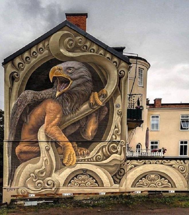 Стрит-арт украшает стены даже самых серых домов