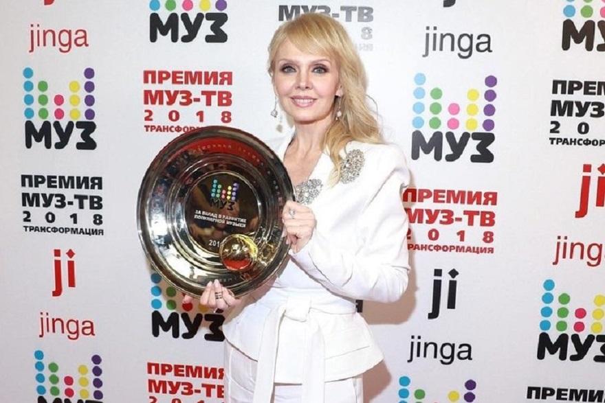 За вклад за развитие популярной музыки получила тарелку Валерия