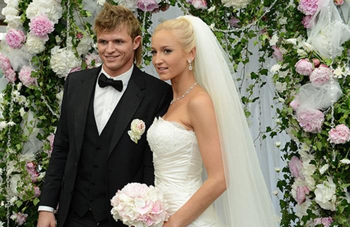 Свадебное фото Тарасова и Бузовой