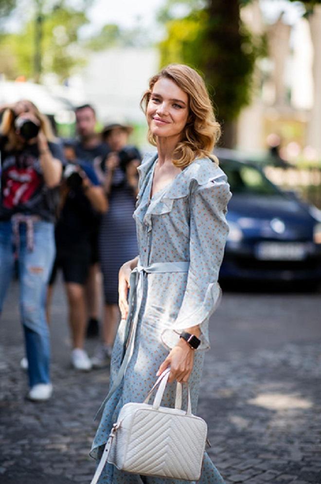Наталья Водянова прогуливалась по Парижу в наряде от Ulyana Sergeenko