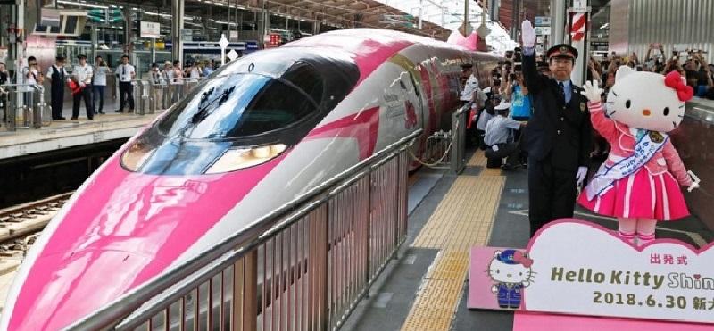 В Японии вышел на рельсы новый скоростной поезд-пуля «Hello Kitty»