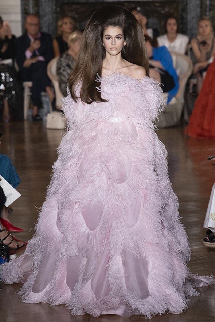 Свадебное платье от Valentino Couture осень - зима 2018
