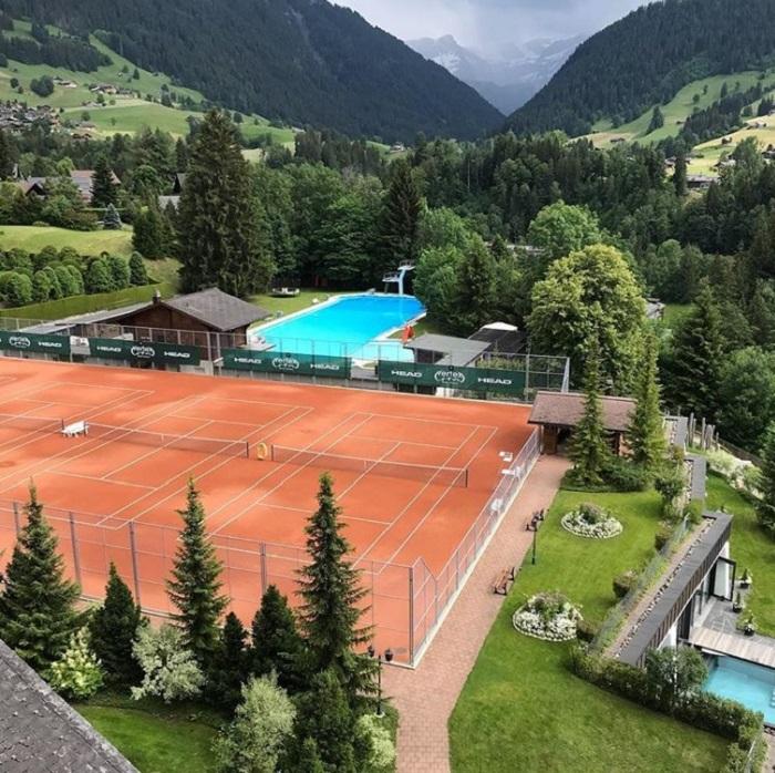Теннисный корт в горах