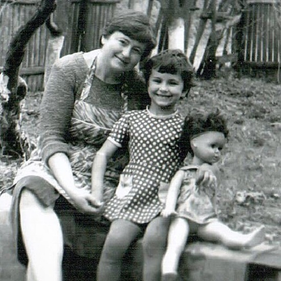 Ани Лорак: детские фото певицы