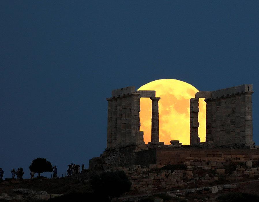 Кровавая луна, увиденная из города Акшелон в Израиле